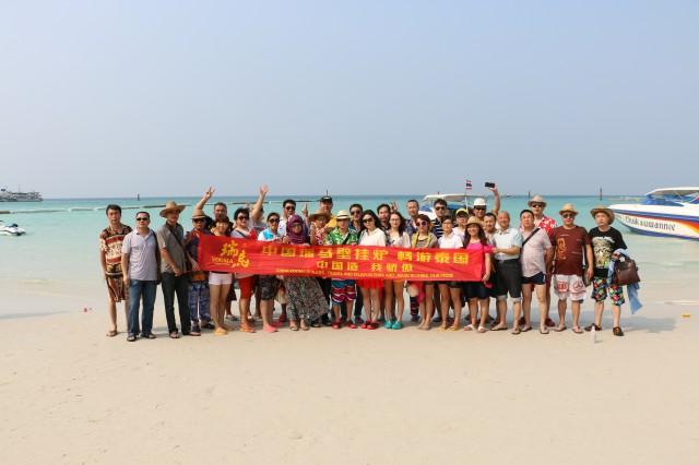 瑞马加盟商泰国海边合影